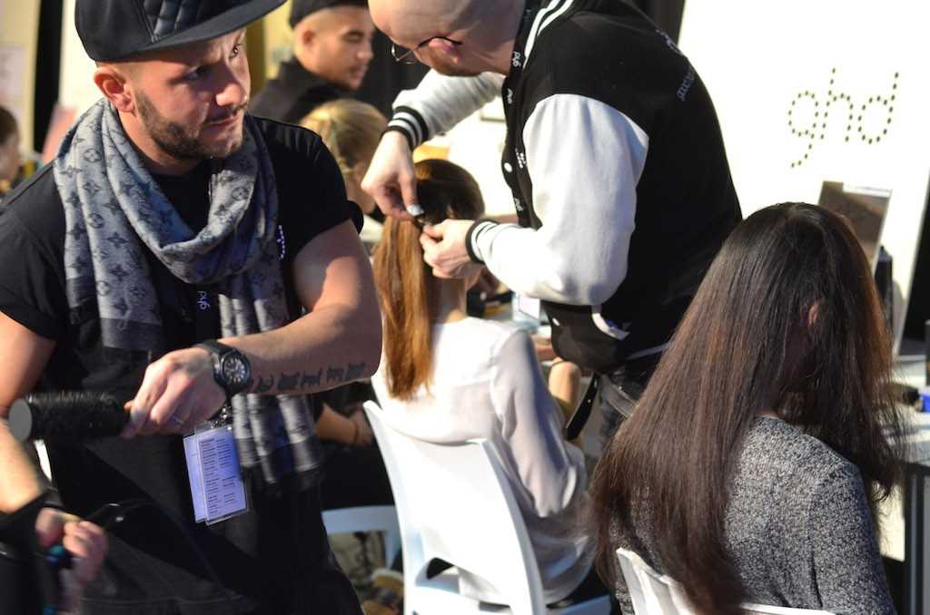 Platform Fashion backstage Giuliano Gammuto beim Hairstyling
