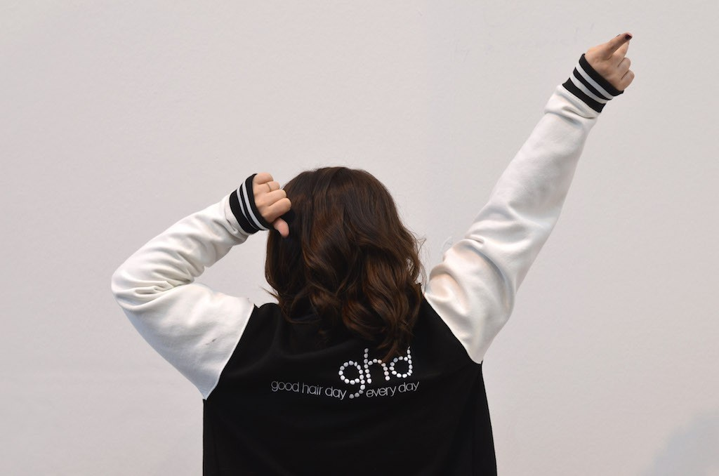 Platform Fashion backstage mit ghd College Jacke