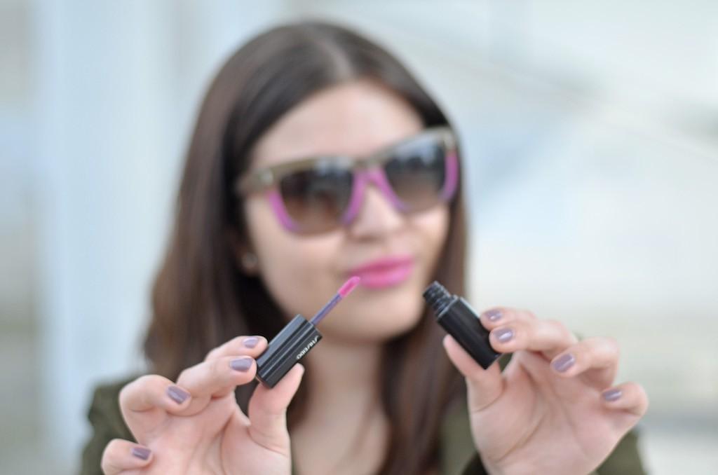 Escada Sunnies und Shiseido Lippenstift