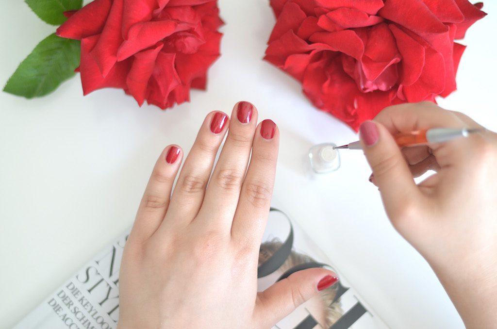 Nail Design mit Punkten