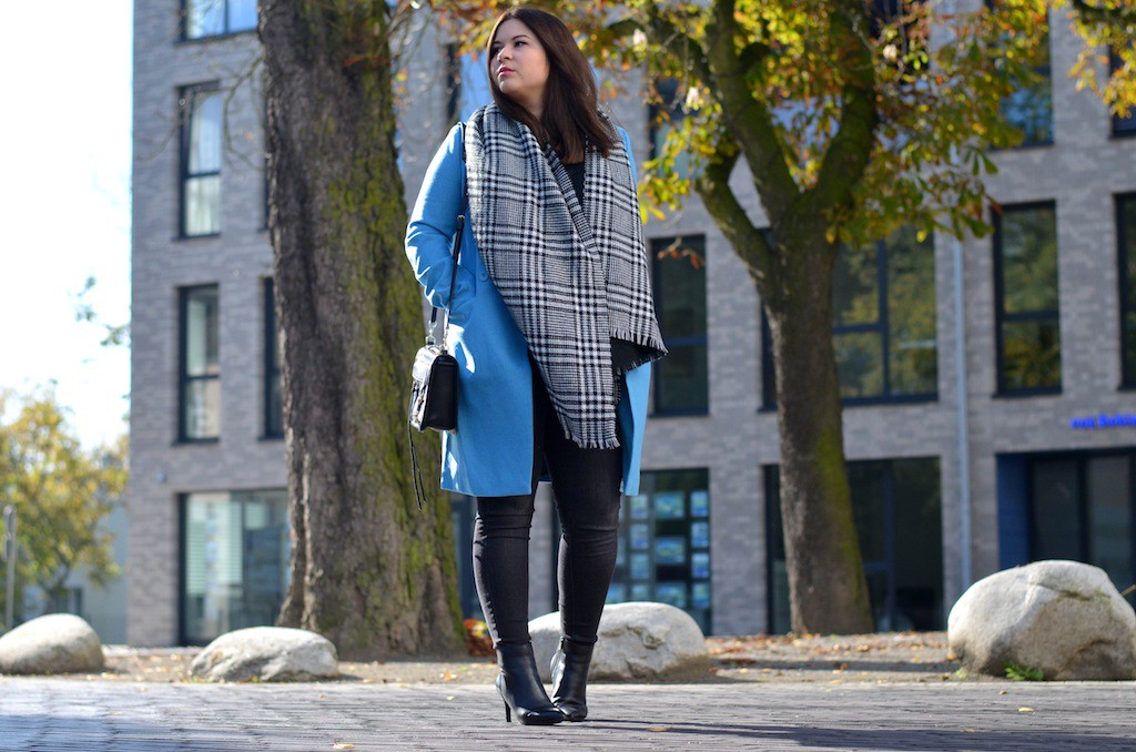 Outfit Herbst blauer Mantel Otto