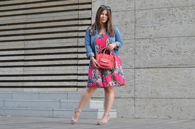 Outfit Jeansjacke Sommerkleid