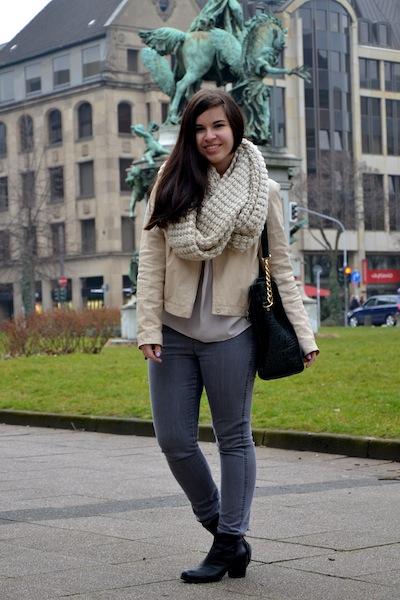 Outfit Lederjacke Grobstrick