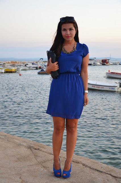 Outfit blaues Kleid