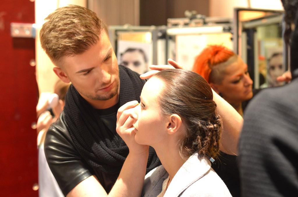 Platform Fashion backstage Make Up Artist von Douglas