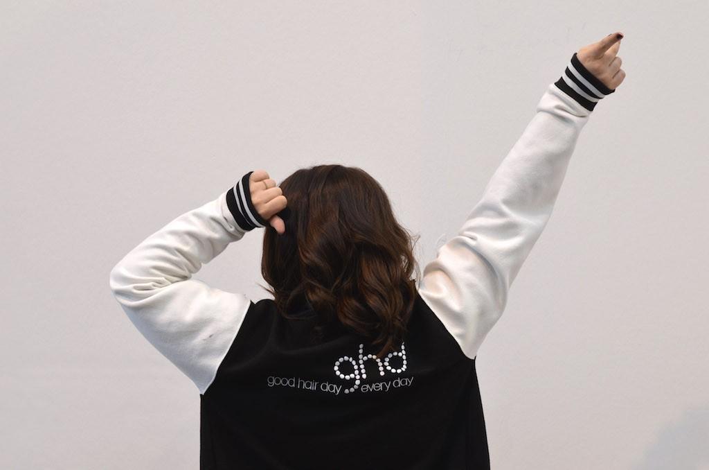 Platform Fashion backstage mit ghd College Jacke