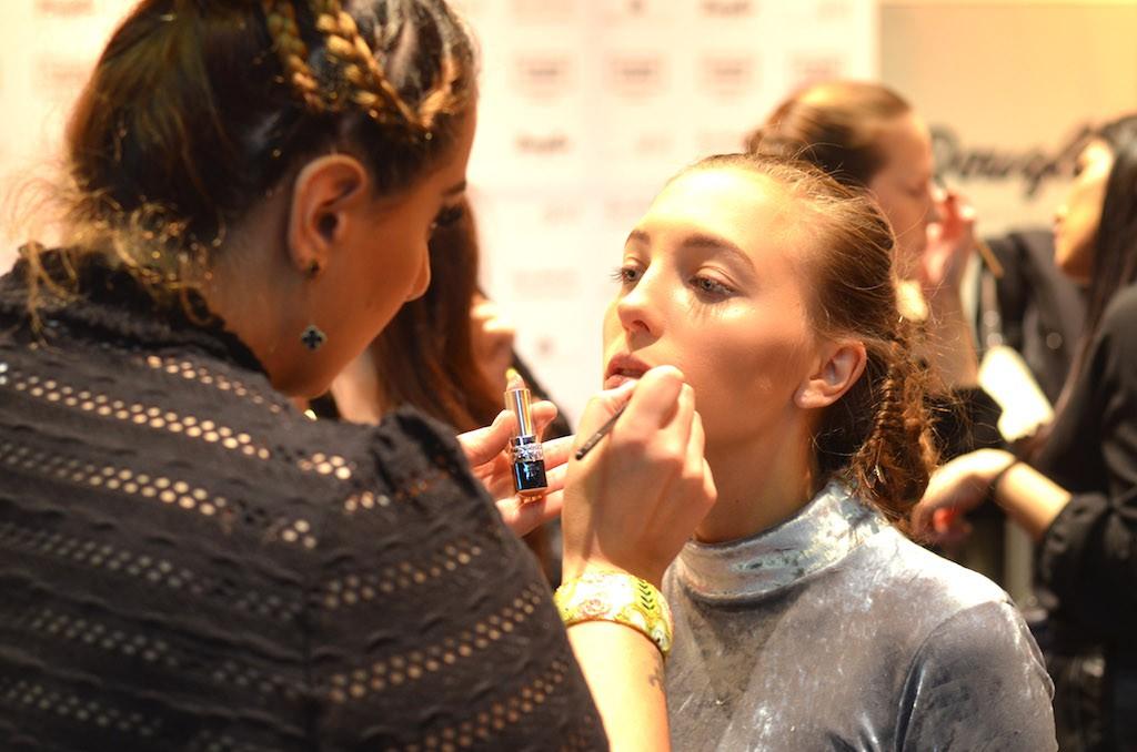 Platform Fashion backstage mit ghd Make Up Douglas